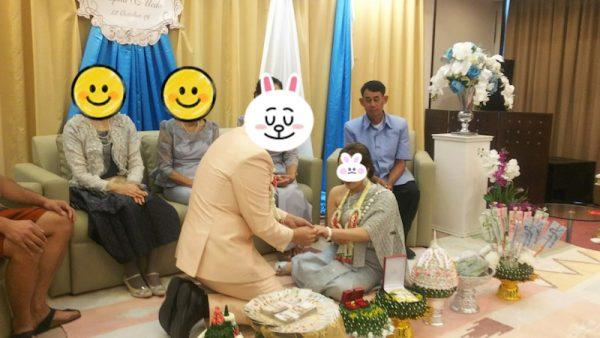 タイの結婚式 婚約指輪のお披露目