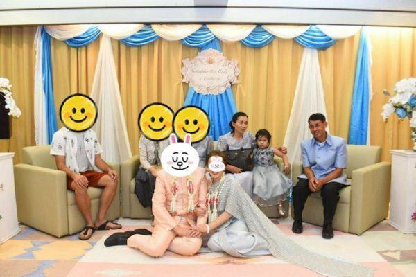 タイの結婚式 家族で記念撮影